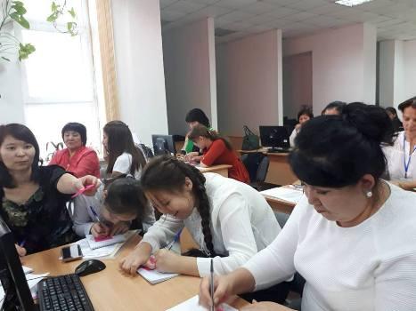 """Қызылордада онлайн орталығының қызметкерлері және олардың серіктес еріктілеріне арналған """"Медиа ақпараттық сауаттылық""""семинар-тренинг басталды."""