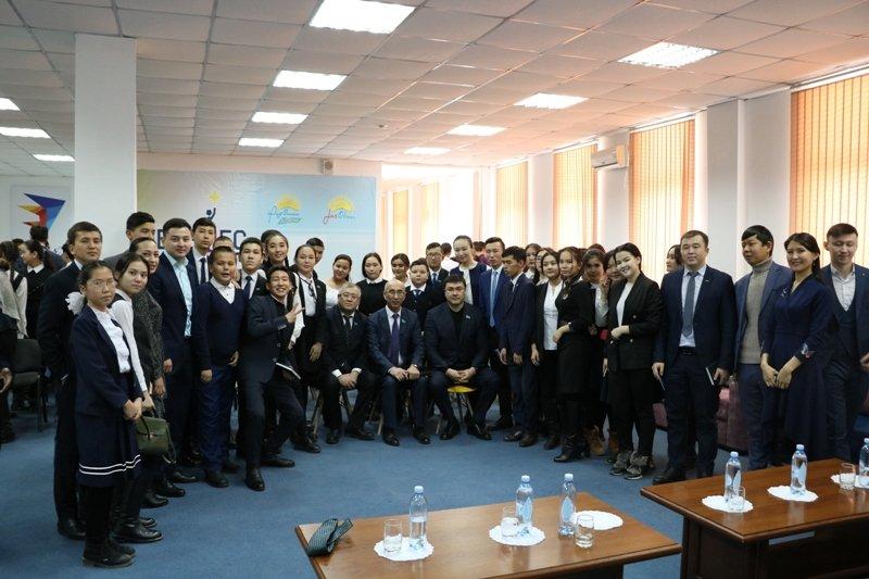 Қазақстан Республикасы Парламенті Мәжілісінің депутаттары  кітапхана жұмысымен танысты
