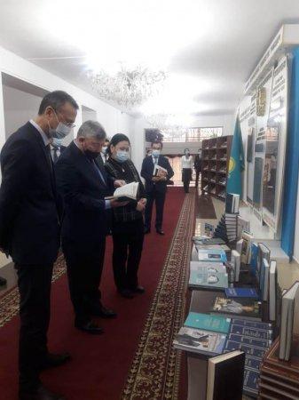 1-желтоқсан - ҚР Тұңғыш Президенті күніне арналған кітап көрмесі